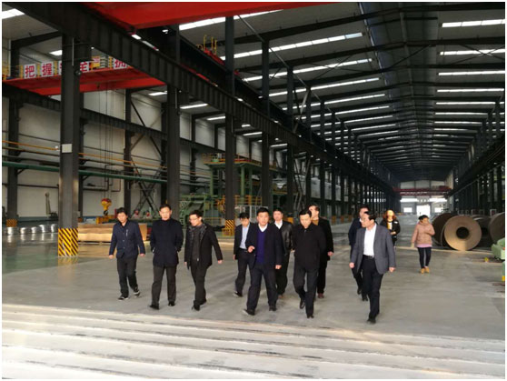 Liaocheng Customs Commissioner Luan Fengzhu and his party came to our company to investigate the development of export-oriented economy.